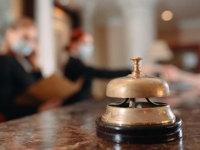 Atendimento na hotelaria recepção de hotel